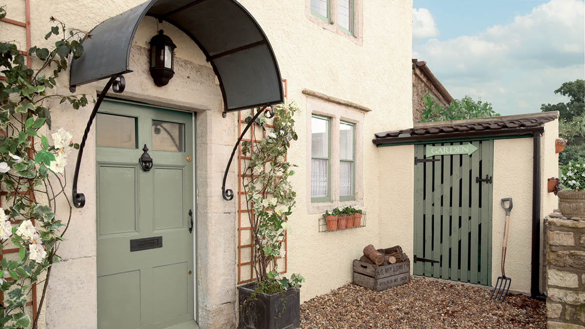 Dulux Exterior Paint Idea : Traditional House Exterior Painted in London